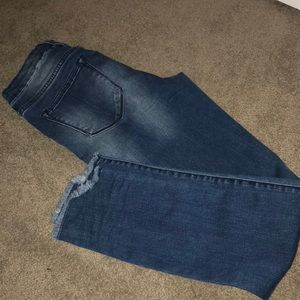 BRAND NEW NEVER WORN RIPPED SKINNY JEANS